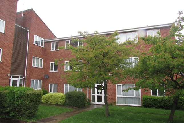 2 bedroom flat to rent in Old Parr Close, Banbury