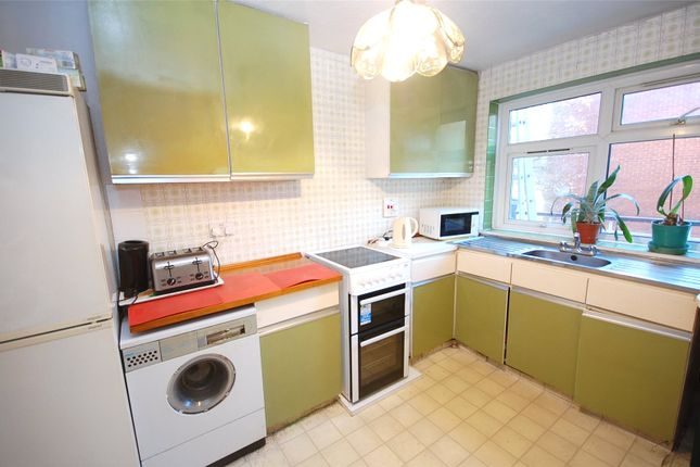 Picture No. 12 of Waverley Grove, Finchley, London N3