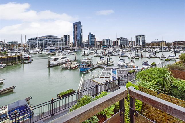 Thumbnail Town house to rent in Pacific Close, Ocean Village, Southampton