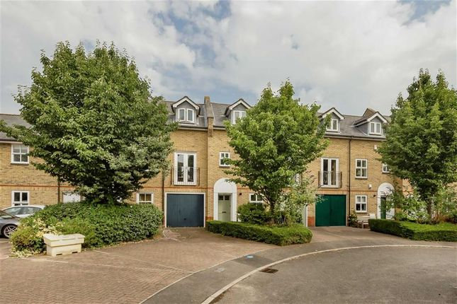 Thumbnail Property to rent in Alfred Close, London