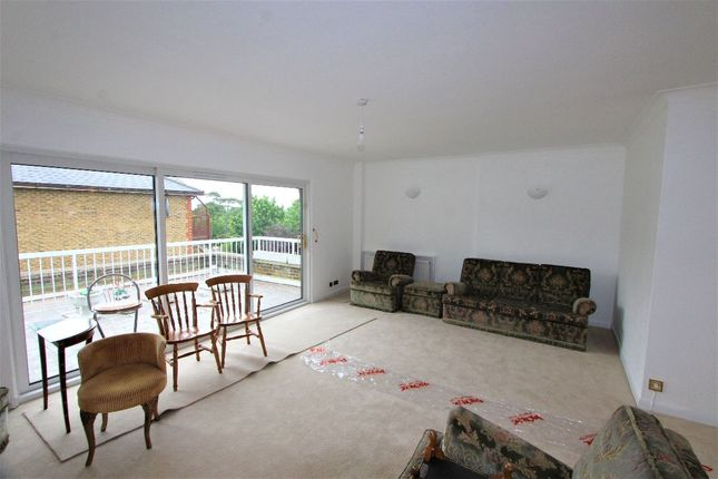 Thumbnail Flat to rent in Maplin Close, London