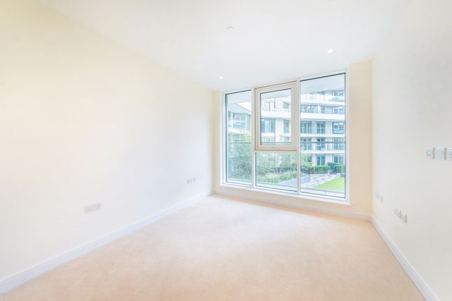 Thumbnail Flat for sale in Vista, Cascades, Chelsea Bridge, London