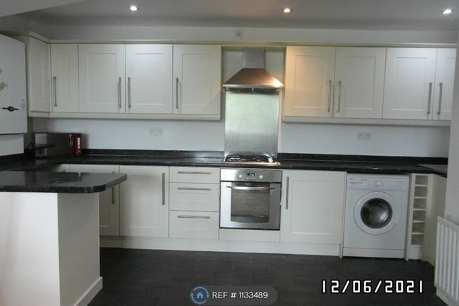 2 bed flat to rent in Ravensworth Terrace, Gateshead NE11