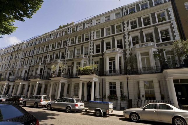 2 bed flat to rent in Courtfield Gardens, London