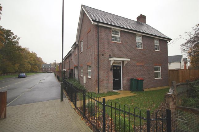 Thumbnail Property to rent in Somerley Drive, Crawley