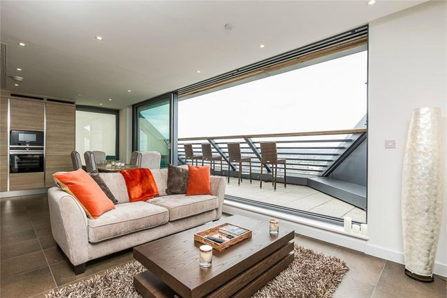 Thumbnail Flat to rent in Chronicle Tower, London
