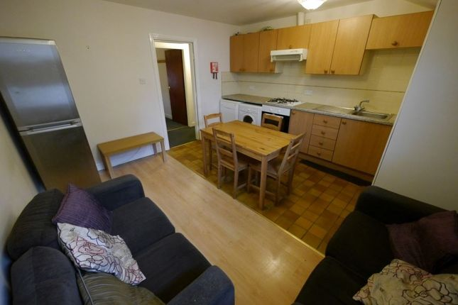 Thumbnail Flat to rent in Clarendon Road, Leeds