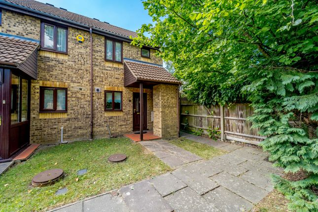 End terrace house for sale in Jasmin Close, Northwood