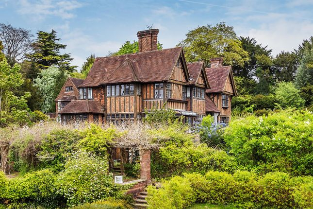 Thumbnail Property for sale in Givons Grove, Leatherhead
