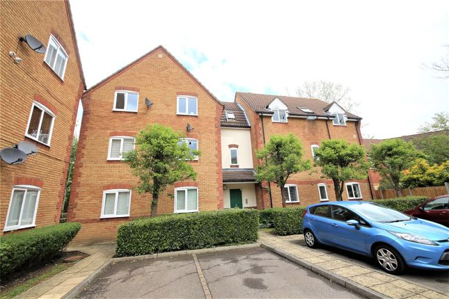 2 bed flat to rent in Forest Glade, Langdon Hills, Basildon SS16
