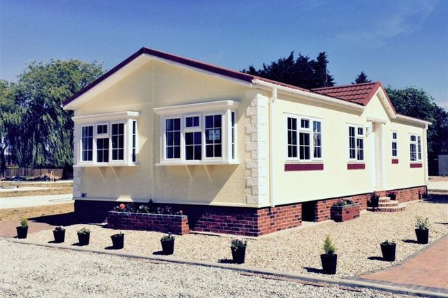 2 bed mobile/park home for sale in Dogdyke, Hawthorn Hill, Lincolnshire