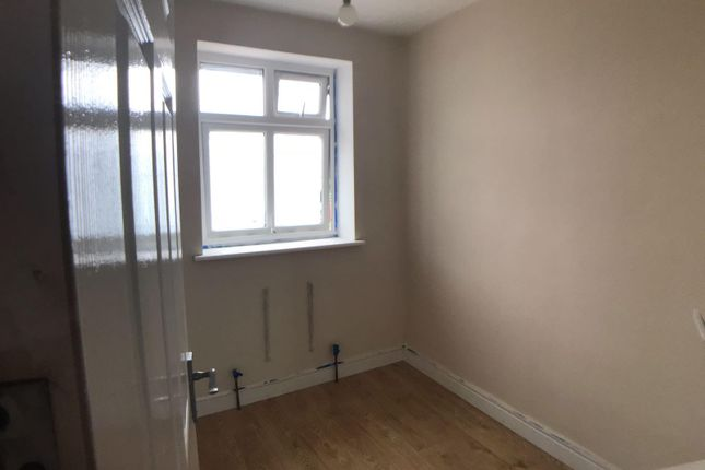 Thumbnail Semi-detached house to rent in Brookside Road, Hayes