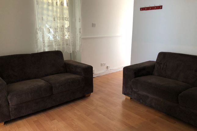 Thumbnail Flat to rent in Calverley Cres, Dagenham