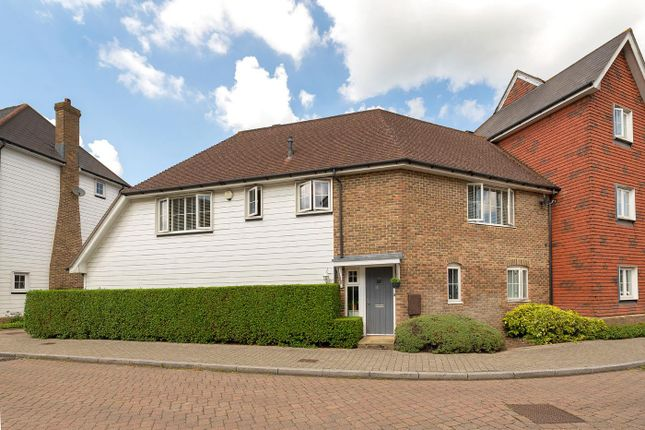 2 bed flat for sale in Milton Lane, Kings Hill ME19