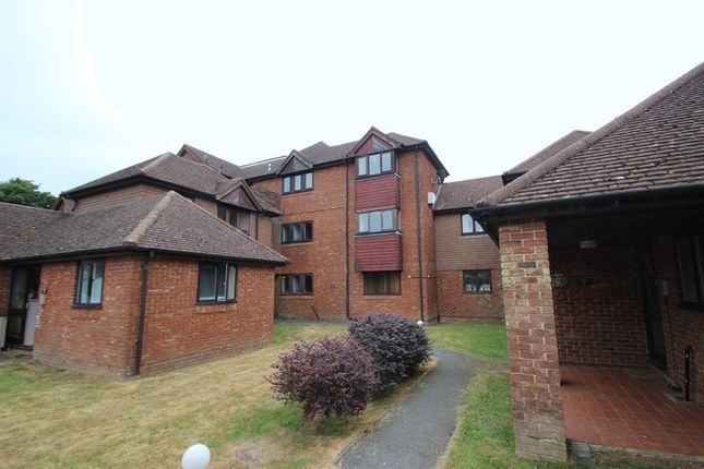 Thumbnail Flat to rent in Stonegate Way, Heathfield