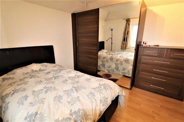 Thumbnail Maisonette to rent in Hatton Avenue, Slough, Berkshire