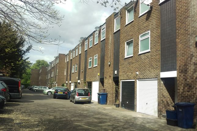 Thumbnail Town house for sale in Links View, Finchley