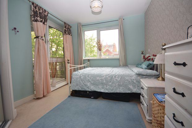 2 bed flat to rent in High Street, Southampton