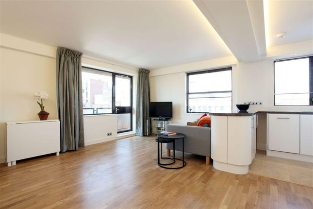 Thumbnail Flat to rent in Newton Street, Covent Garden, London