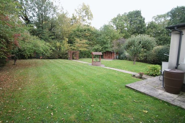 2 bed detached bungalow to rent in Southbourne Close, Pinner