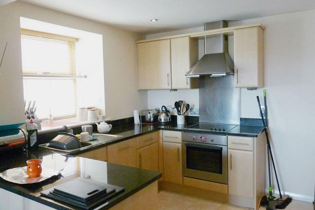 2 bed flat to rent in Towpath House, 10 Canal Road, Riddlesden BD20