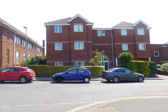 Thumbnail Flat to rent in Sixth Avenue, Cosham, Portsmouth