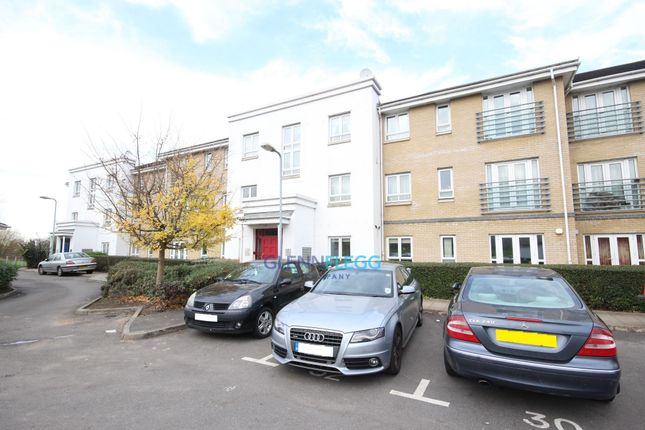 Thumbnail Flat to rent in Sovereign Heights, Langley, Slough
