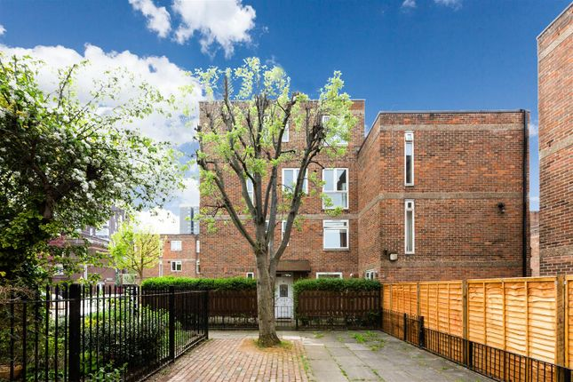 Thumbnail Maisonette for sale in Nelson Gardens, London