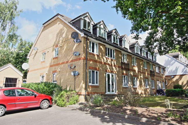 Flat to rent in Alexandra Gardens, Knaphill, Woking