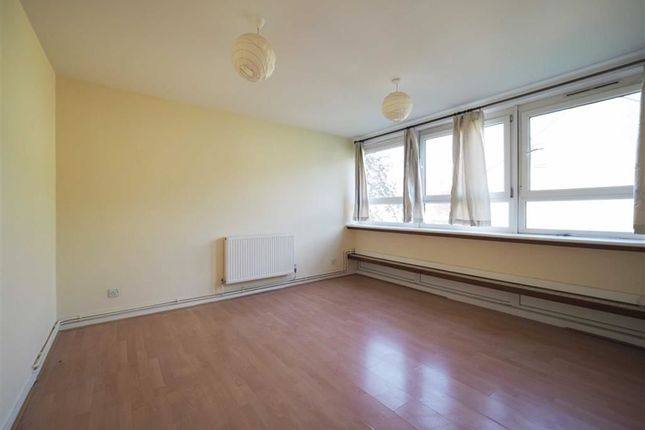 Thumbnail Flat to rent in Myrtledene Road, Abbey Wood, London
