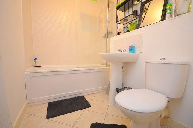 Family Bathroom of Gabrielle House, Perth Road, Ilford IG2