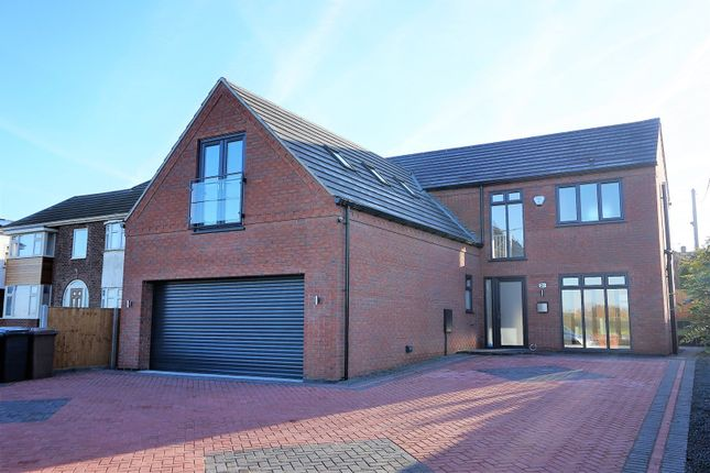 Thumbnail Detached house for sale in Lincoln Road, Washingborough