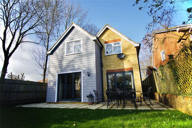 Thumbnail Detached house to rent in Venetia Close, Emmer Green, Reding