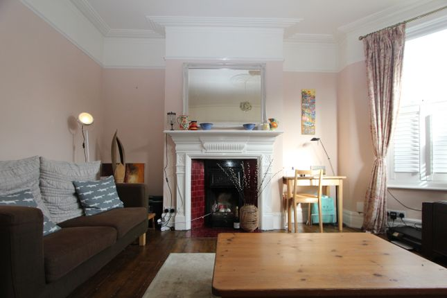 Thumbnail Flat to rent in Crescent Road, London