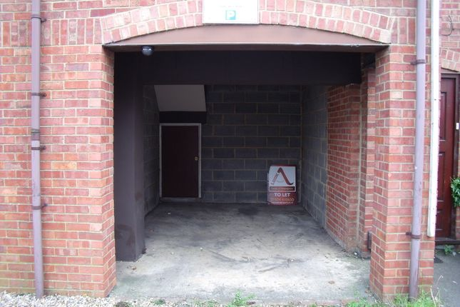 Parking/garage to rent in Winstanley Road, Wellingborough