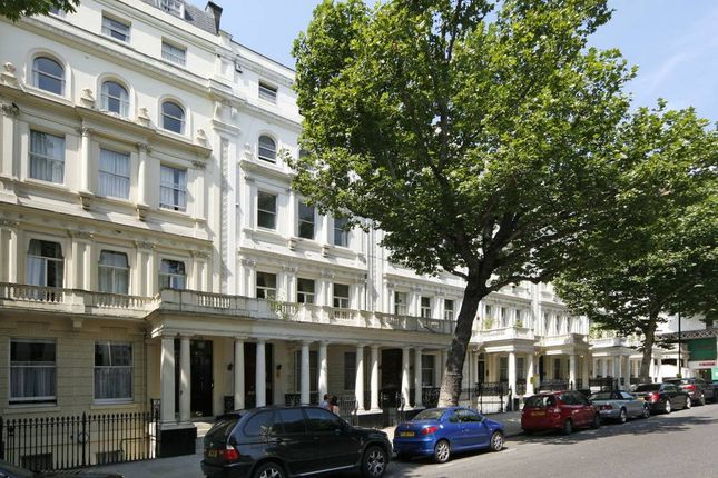 2 bed flat to rent in Queens Gate, London