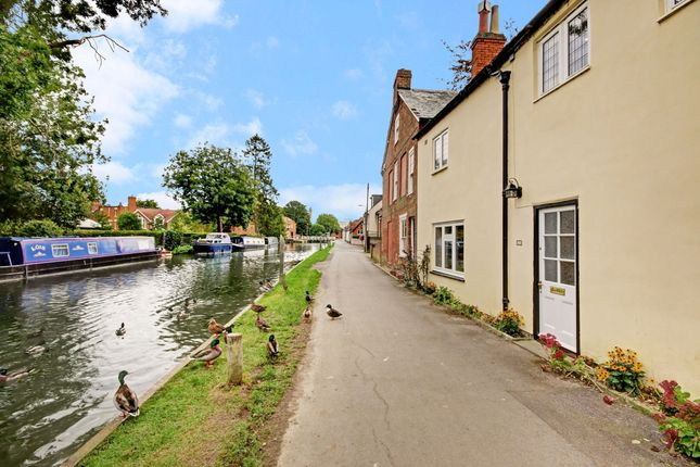 Thumbnail Terraced house to rent in West Mills, Newbury