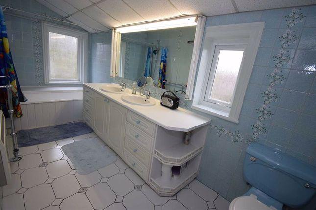 Bathroom of North Avenue, South Shields NE34