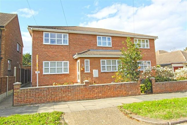 Thumbnail Flat for sale in Queen Annes Drive, Westcliff On Sea, Essex