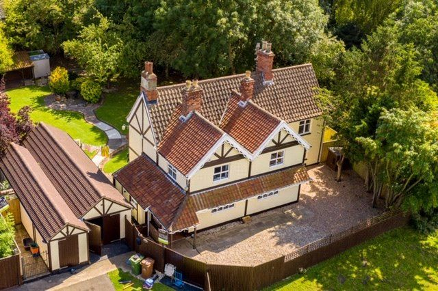 Thumbnail Detached house for sale in Old Road, Great Coates