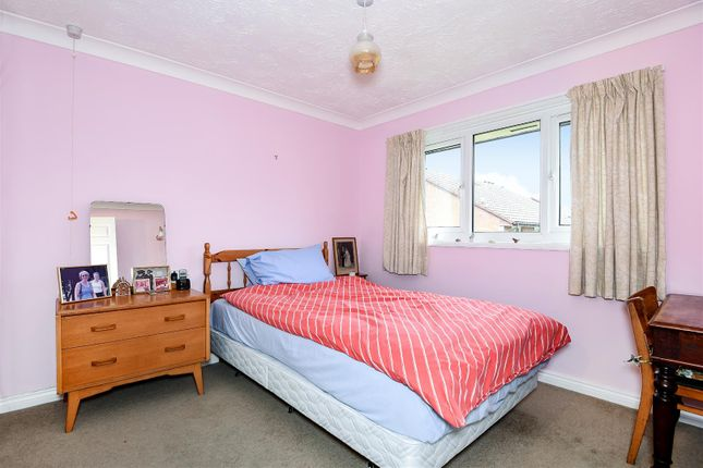 256769 (6) of Acorn Drive, Wokingham, Berkshire RG40