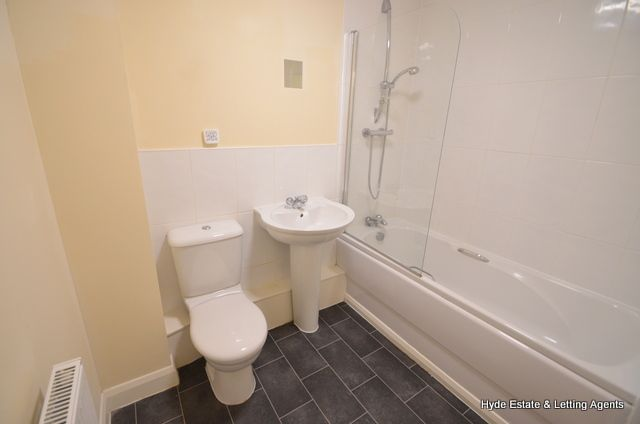 Flat to rent in Moss Lane, Blackrod, Bolton