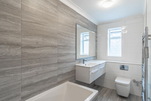 Thumbnail Terraced house to rent in Somerset Road, Farnborough, Hampshire