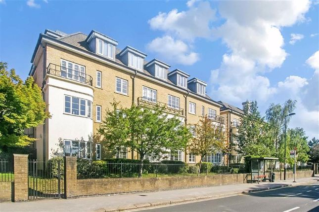 2 bed flat for sale in Pampisford Road, Purley, Surrey CR8