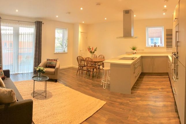 3 bed flat to rent in Brennan House, High Road Leyton, London E10