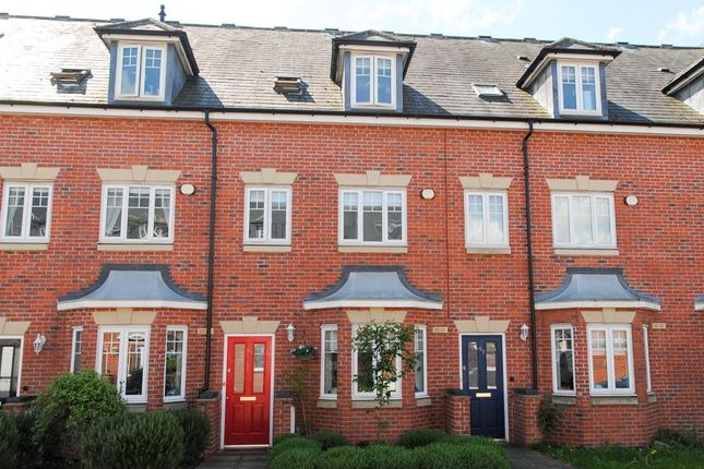 Thumbnail Terraced house for sale in Campriano Drive, Warwick