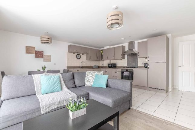 Thumbnail Flat to rent in Chadwick Road, Slough