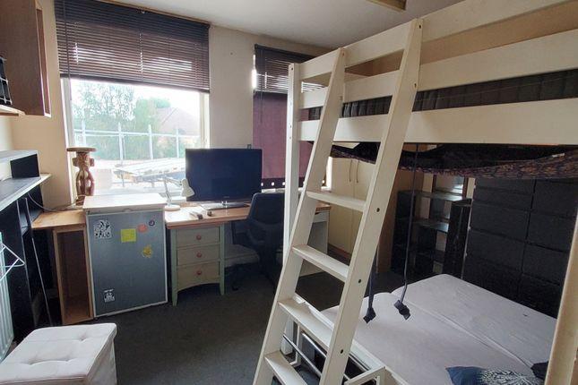 Thumbnail Shared accommodation to rent in Willow Avenue, Denham, Uxbridge