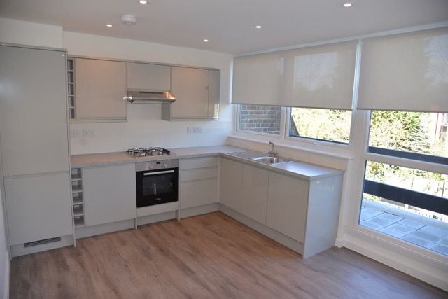 Town house for sale in Links View, Finchley