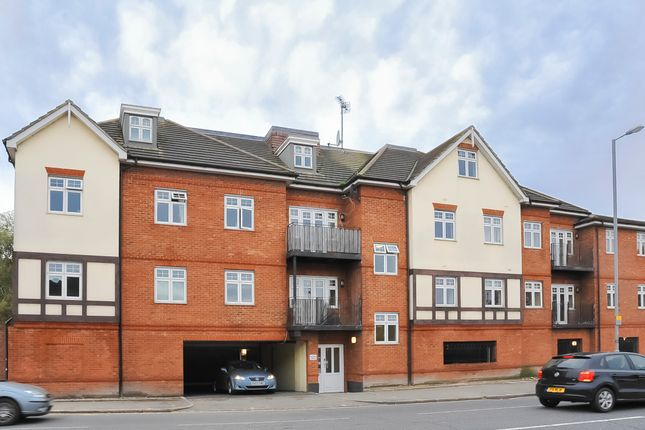Thumbnail Flat to rent in Cambridge Road, Kingston Upon Thames